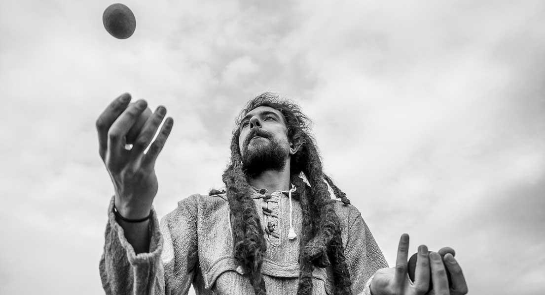 Žonglování a fotografování portrétní fotografie
